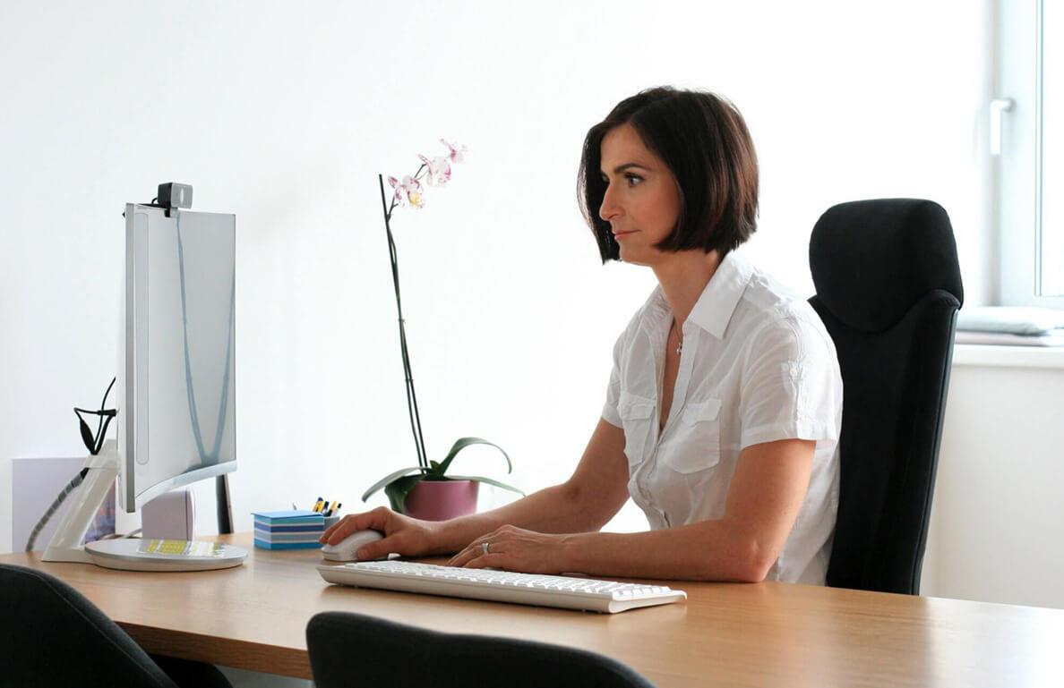 specialista na reprodukční medicínu mudr. košťáková při práci